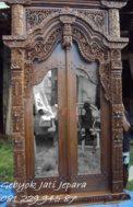 Pintu Gebyok Kaca