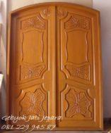 Pintu Rumah Kupu Tarung