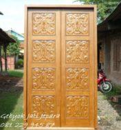 Pintu Rumah Ukiran