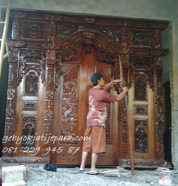 Pemasangan-Pintu-Gebyok-Jepara (1)