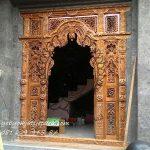 Pintu-Gebyok-Bali-Ibu-Made 1