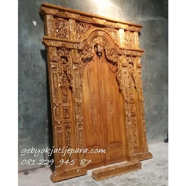 Pintu-Gebyok-Dua-Meter-Ibu-Rini-Jakarta 2