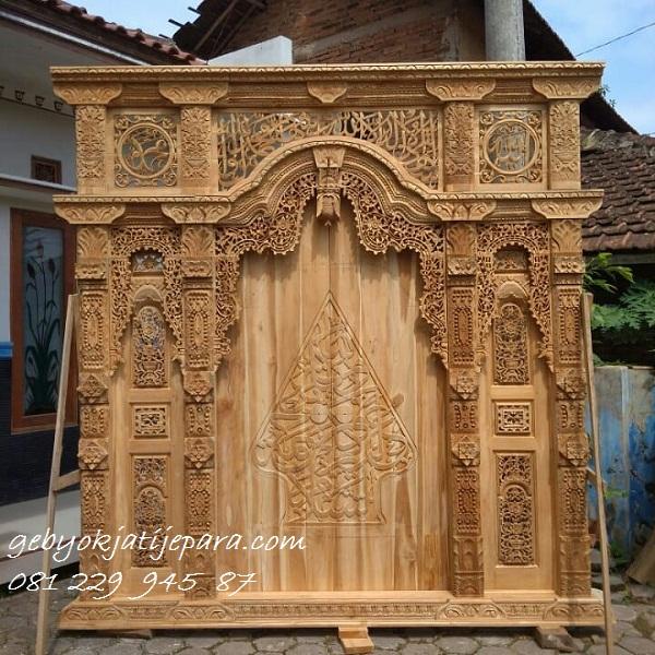 Pintu-Gebyok-Kaligrafi-Masjid-Jakarta
