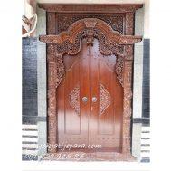 Gebyok Dua Pintu Gapuro